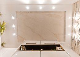 Decke: Fantasiestein, angelehnt an Carrara, mit Braunstich - Malerei Marmor