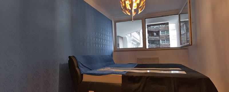 schimmernder Musterwalzen-Auftrag, unterschiedliche Wirkung je nach Lichteinfall, Schlafzimmer