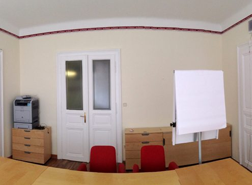 Besprechungsraum - Lackierarbeiten an Türen und Fenster, Malerarbeiten und umlaufende Bordüre