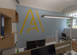 Firmenlogo an der Wand - AIFS Österreich
